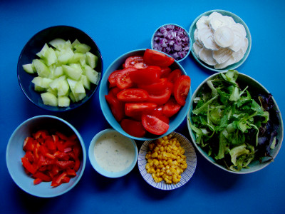 salade met kip en geitenkaas ingrediënten gesneden